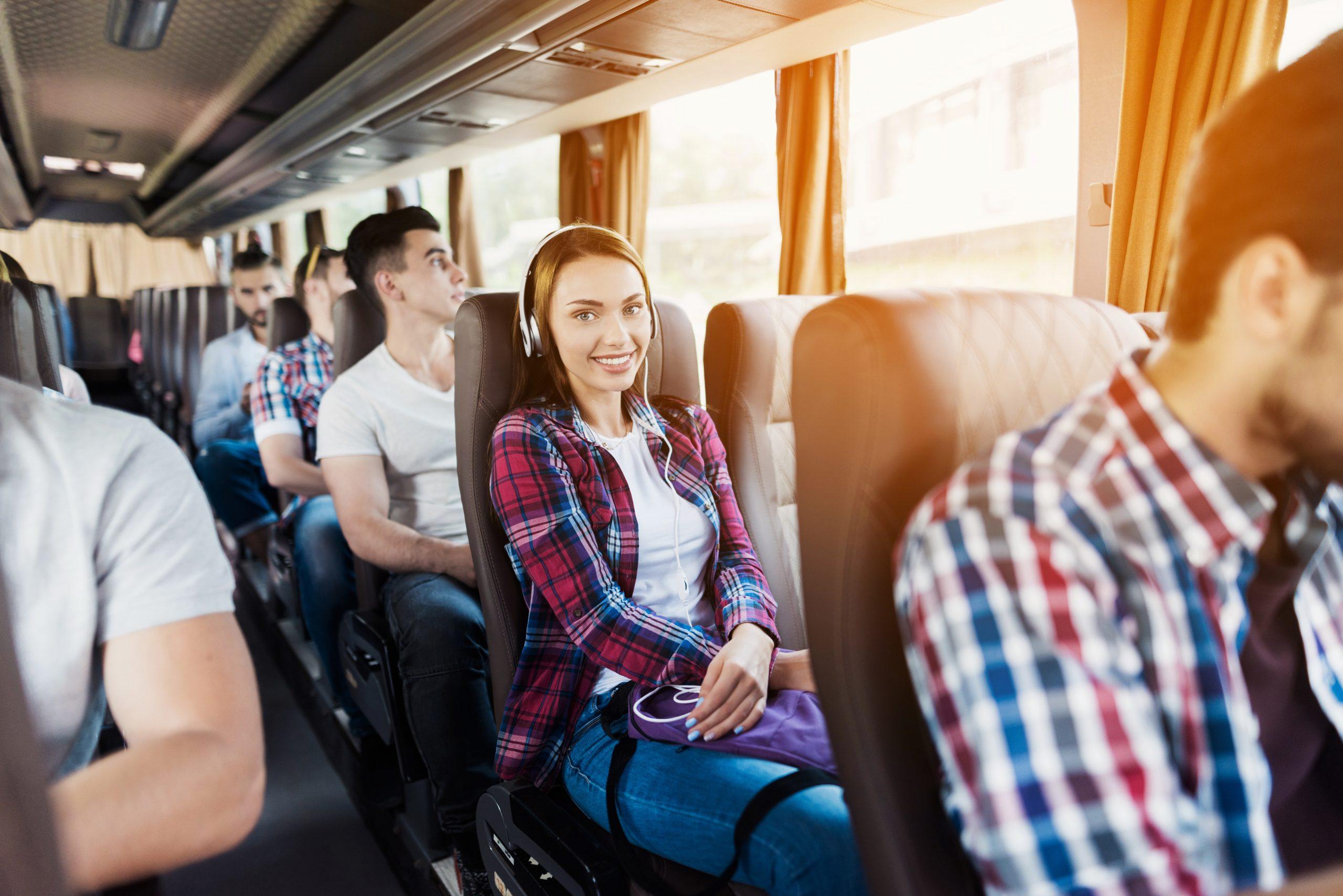 Alquilar autocar con chófer, una solución para viajar en grupo